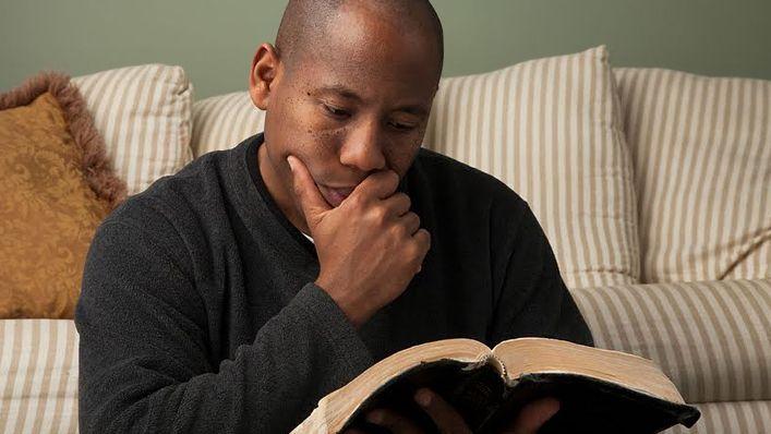 10 Frases Que As Pessoas Pensam Que Estão Na Bíblia