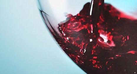 Jesus quer transformar água em vinho